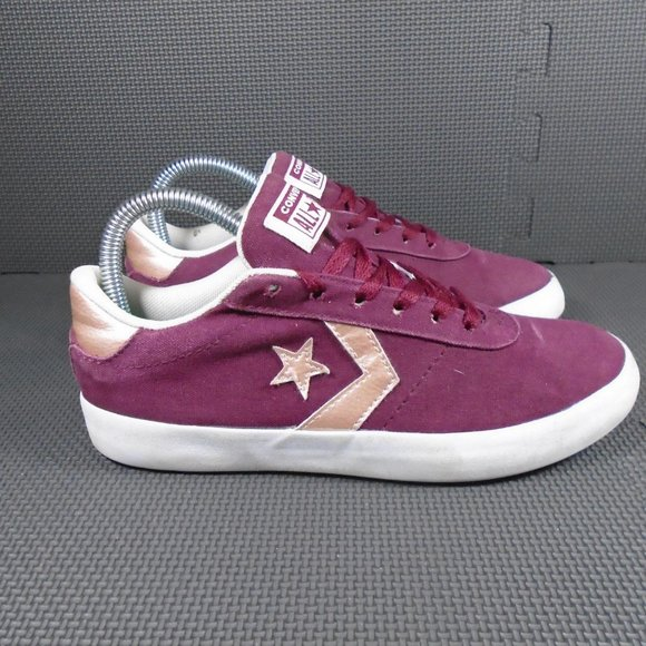 Womens Sz 7 Converse Point Star Ox Low Top